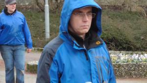 Gut verpackt: Frank Haase (Kahla). Links dahinter: Sportwartin Sabine Friedel.