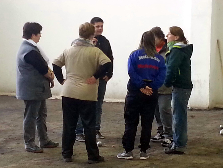 In drei Gruppen á 6 Teilnehmerinnen widmeten sich die Trainer den Wurf- und Spielstilen der Frauen
