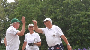 Freude nach dem entscheidenden Spielgewinn: Oliver, Jennifer und Bernd