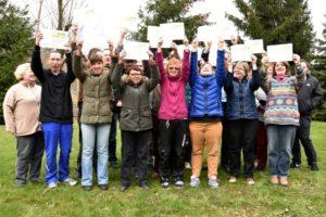 """Die 24 Teilnehmer des Projekts """"Boule begeistert"""", das der BCLL gemeinsam mit der Lebenshilfe durchgeführt hat, erhielten im März dieses Jahres ihre Boulespieler-Zertifikate. Jetzt wollen sie die Bornaer Honoratioren herausfordern. Helft Ihr mit?"""