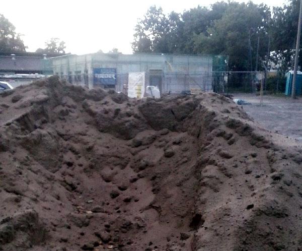 Baustelle statt Parkplatz. Bitte entlang der Else-Sander-Straße parken ...