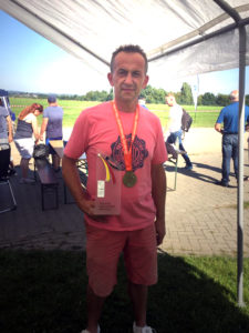 """Medaille für den 9. Platz im Tête und """"Bembel"""" für Platz 5 beim Schießen - Glückwunsch, Jens!"""