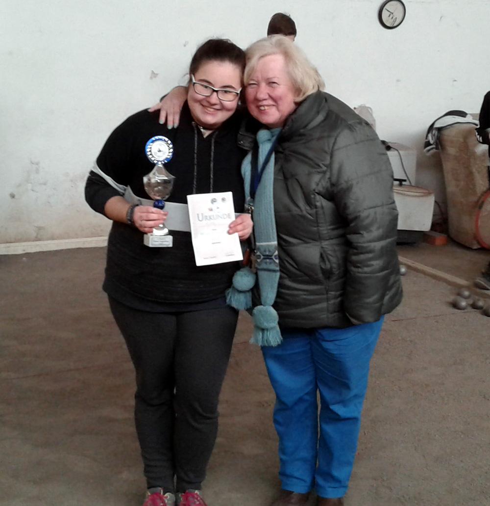 Die Turniersiegerin Aylin Krutzki mit unserer Gastgeberin Traudel Lorenz